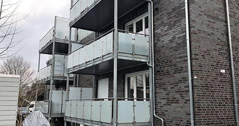 gebaude mit vorstell balkonen von ck immobilien